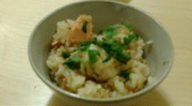 混ぜて炊くだけ!鮭となめ茸の炊き込みご飯