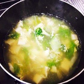 夜食にオススメ 豆腐レタススープ