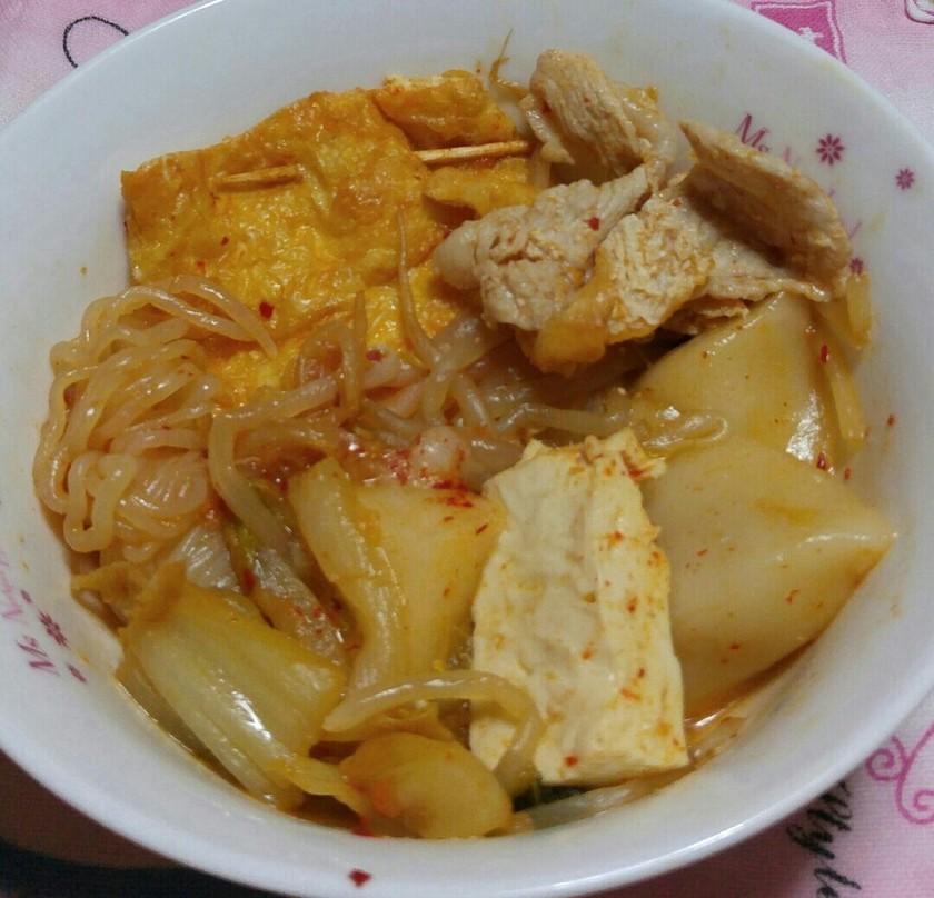 韓国ベース材料和と中国のおでん風キムチ鍋