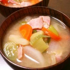 残り野菜のお味噌汁  1
