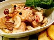 サラダサーモンを使用したアヒージョの写真