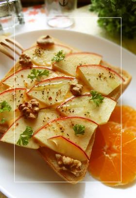 りんご×胡桃のサラダトースト
