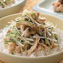 蒸し鶏の中国風丼
