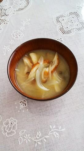 しめじと玉ねぎと竹輪のお味噌汁