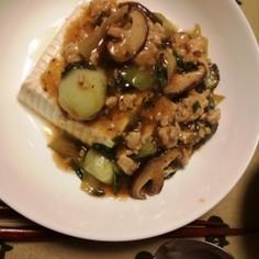 チンゲンサイと椎茸・ひき肉のあんかけ豆腐