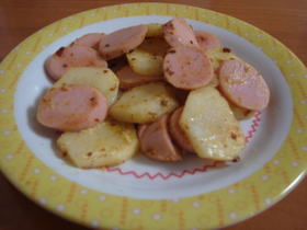 魚肉ソーセージとジャガイモのマヨカレ炒め