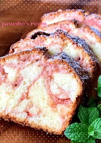 いちごのマーブルパウンドケーキ