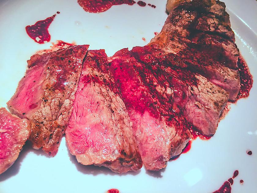 牛サーロインステーキ 赤ワインソース