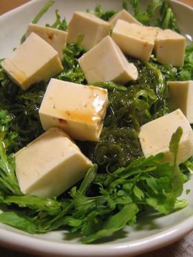 山盛り食べたいメカブと春菊と豆腐のサラダ