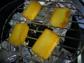 フライパンで簡単!自家製スモークチーズ