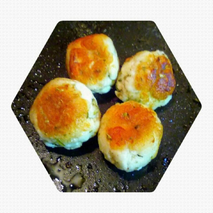 お弁当に♬はんぺん青さボール焼き