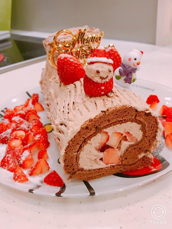 クリスマスケーキ、苺入りブッシュドノエル