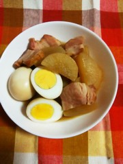 ブロックベーコンと大根&卵の煮物の写真
