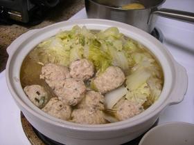 白菜たっぷりふわふわ鶏団子なべ