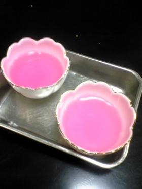 カキ氷シロップで作ったピンクゼリー