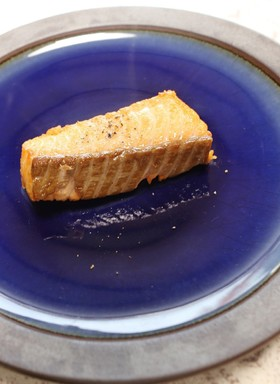 薬膳・美肌を目指す刺身用サーモンの素揚げ