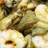 アヒージョは牡蠣とエビとキノコのコラボ
