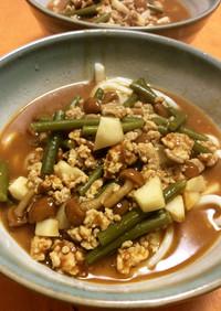 鶏挽肉にんにくの芽なめこ里芋カレーうどん