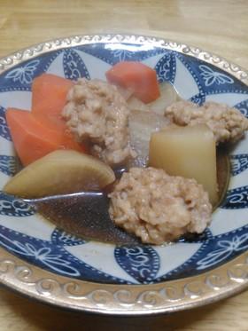 鶏団子と大根、人参の煮物