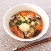 鶏ひき肉と野菜の豆腐白玉スープ