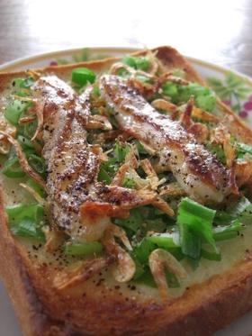 葱の青い部分と桜えびのトースト