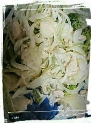 新玉ねぎとパセリのサラダの写真