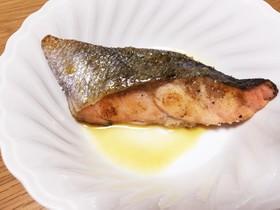 簡単★塩鮭の醤油バタームニエル
