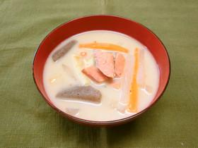 鮭と根菜の粕汁
