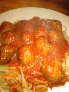 ミートボールのトマトソースパスタ