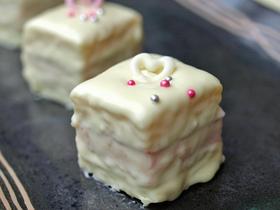 ★白いストロベリーサンドケーキ★