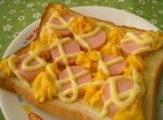 おさかなのソーセージトーストの写真