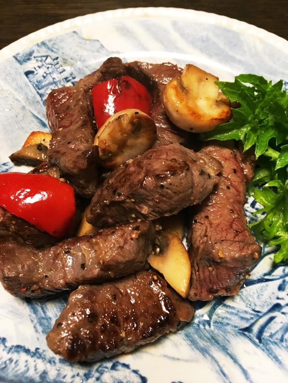 煮込み用牛角切り肉で一口ステーキ塩麹入り