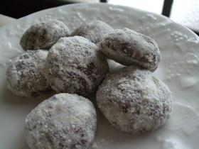 ブラックチョコの ボールクッキー
