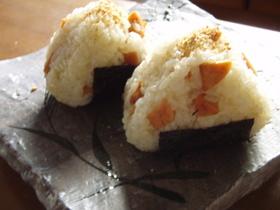お魚ソーセージでカレー風味おにぎり^^