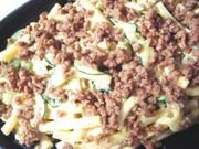 肉そぼろ入りマカロニサラダの写真