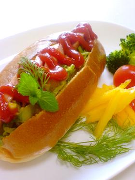 魚肉ソーセージのカレーサンド
