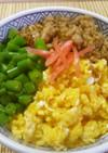 いんげんと鶏そぼろの簡単三食丼