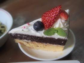 ココアとバニラの二段ケーキ