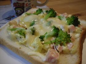朝食に♪お魚ソーセージとポテトのトースト