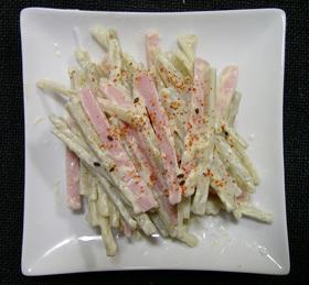 ごぼうと魚肉ソーセージのシンプルサラダ