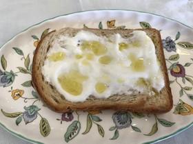 水切りヨーグルトdeオリーブ油トースト*