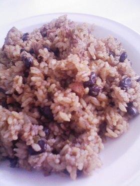 キューバの豆ご飯「コングリ」