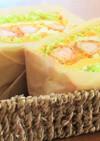 海老フライと薄焼き卵のトーストサンド