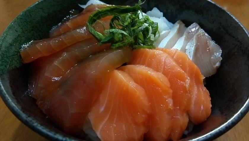 まぐろ漬け海鮮丼
