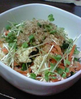 くずし豆腐の彩りサラダ
