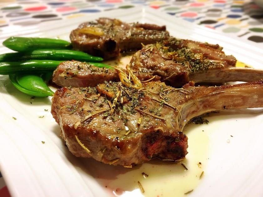 ラム肉はフライパンで簡単!ラムチョップ