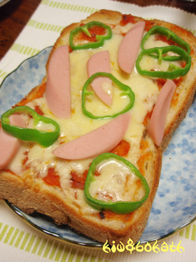 おさかなのソーセージでピザトースト☆