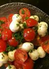 トマトとモッツァレラボールのサラダ