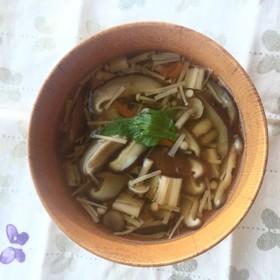 たっぷりキノコの食べるスープでお吸物。