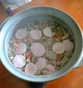 おさかなソーセージ入りの玄米雑炊